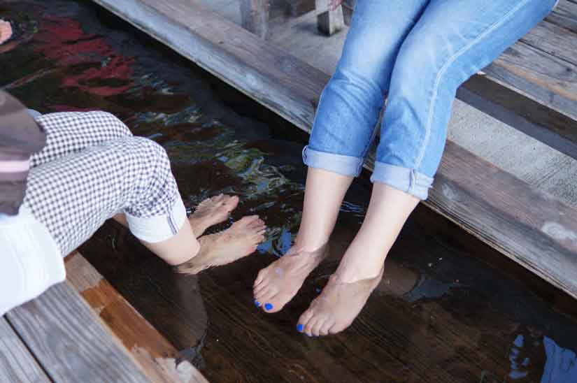 ミニ温泉広場ゆらりで足湯