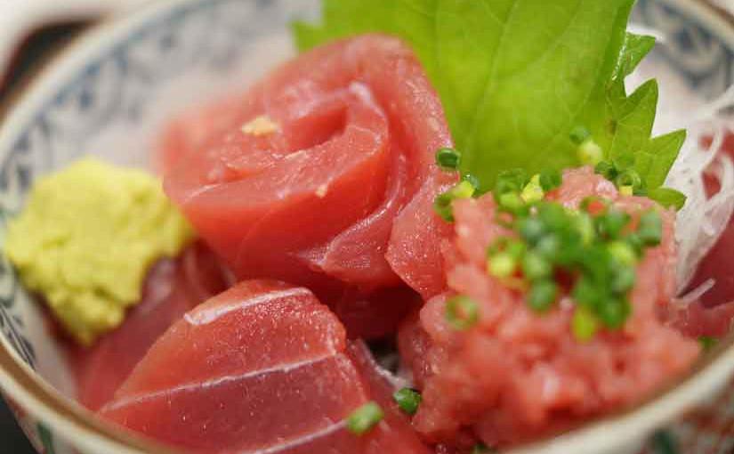 魚市場食堂さん、プリプリの市場のまぐろ丼!!