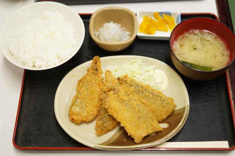 魚市場食堂のアジフライ定食1