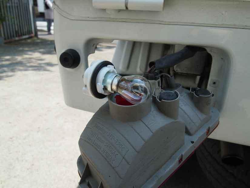 ブレーキランプを交換7